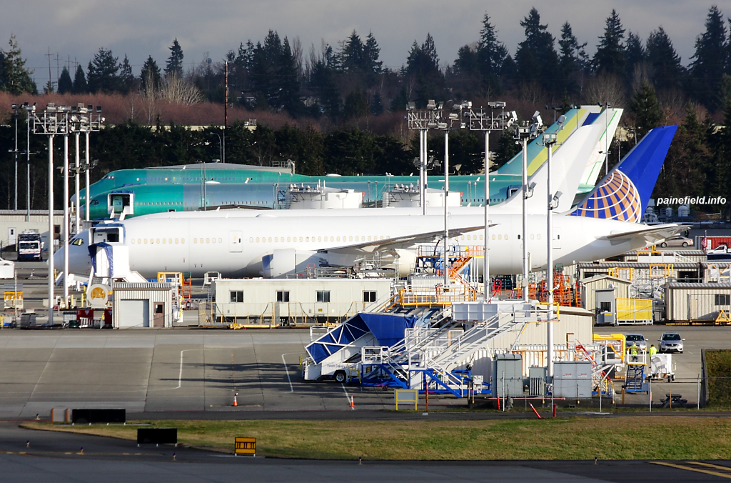 United Airlines 787-9 at Paine Field