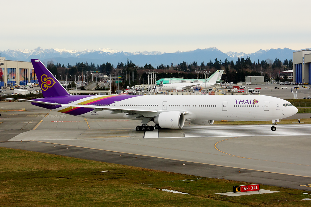 Thai Airways 777 HS-TKX at Paine Field