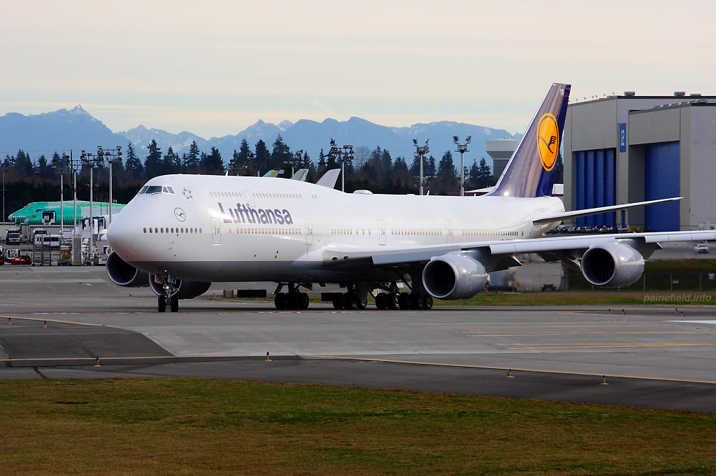 Lufthansa 747-8i D-ABYR at Paine Field