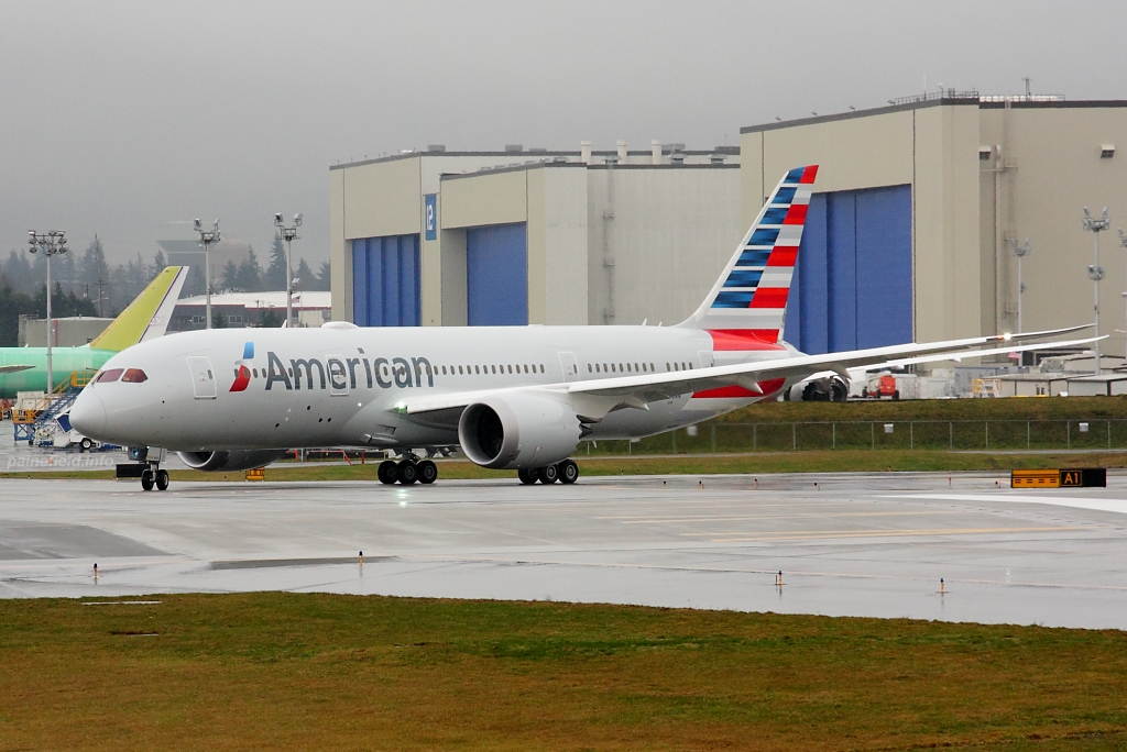American Airlines N800AN at Paine Field