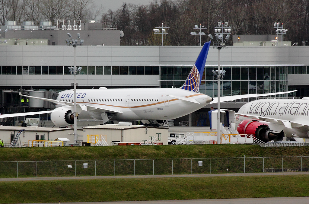 United Airlines 787-9 N26952 at Paine Field