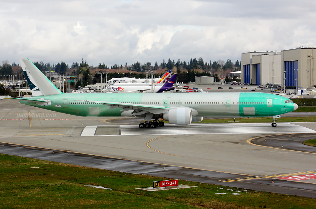 Cathay Pacific B-KQW at Paine Field